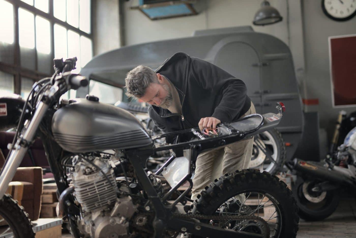 Het motorfiets gereedschap waar jij niet zonder kunt!