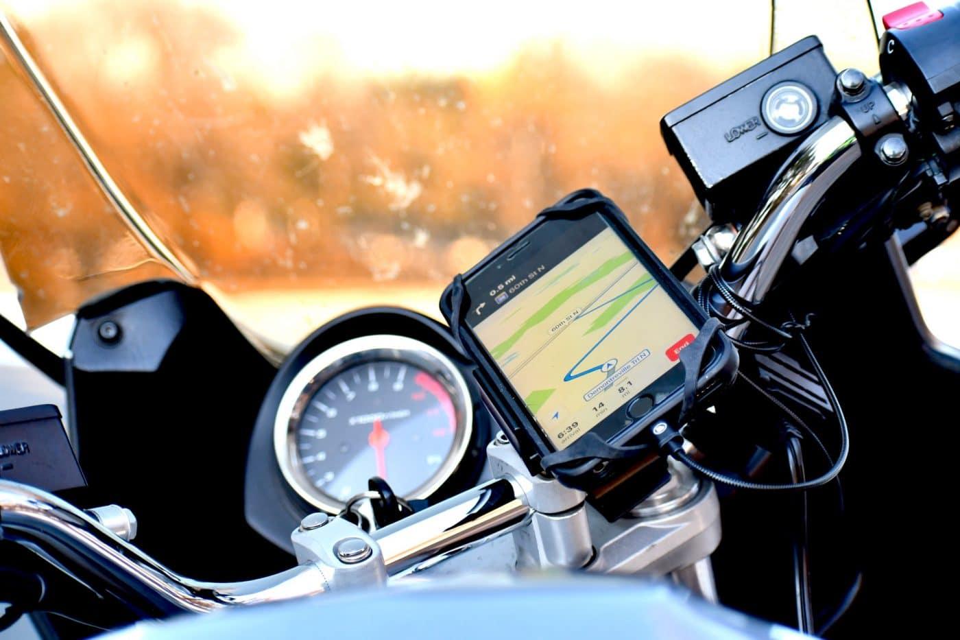 Waarom een degelijke telefoonhouder op je motor een must is