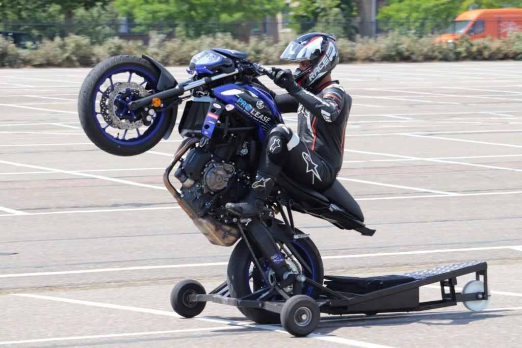 wheelie cursus stunt and wheelie school