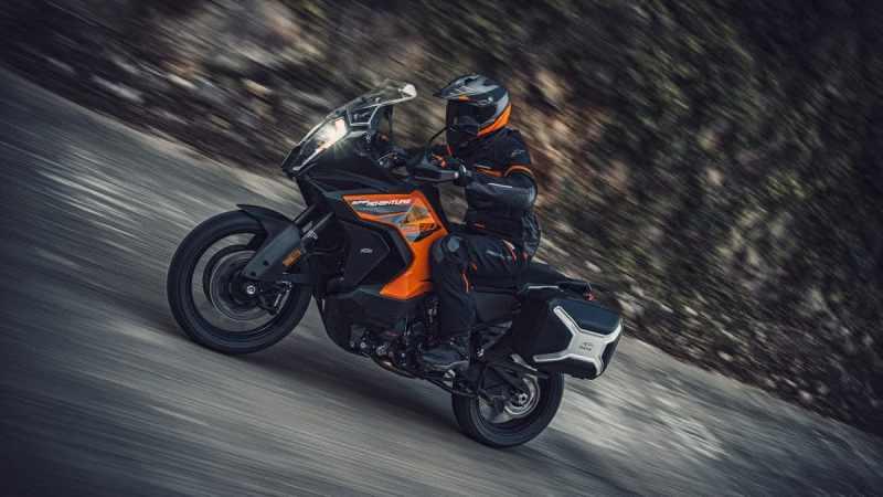 De 2021 KTM 1290 Super Adventure S in actie