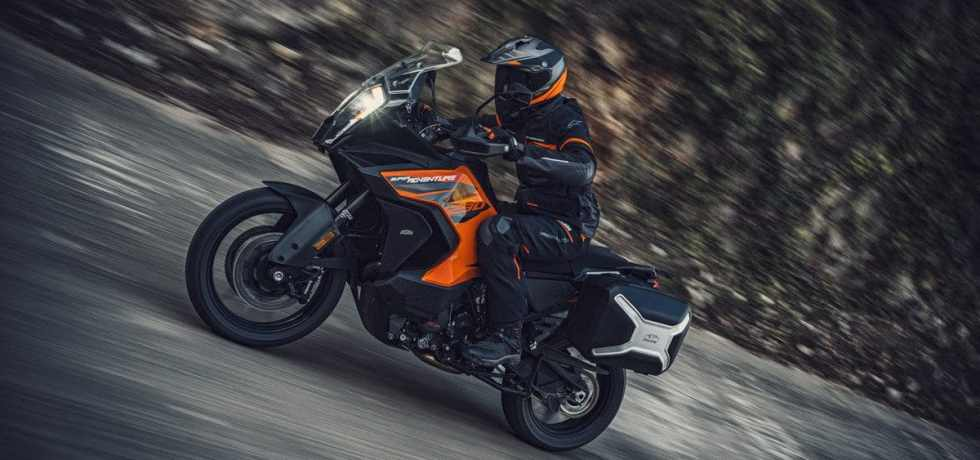 De 2021 KTM 1290 Super Adventure S in actie