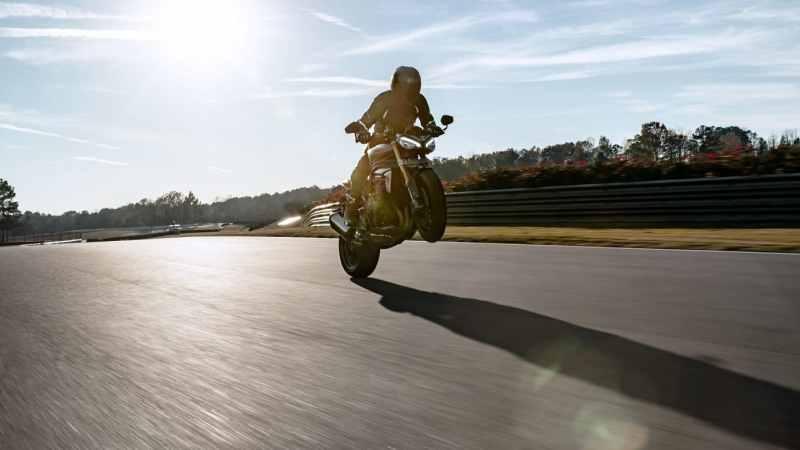 De 2021 Speed Triple 1200 RS is een ouderwetse hooligan