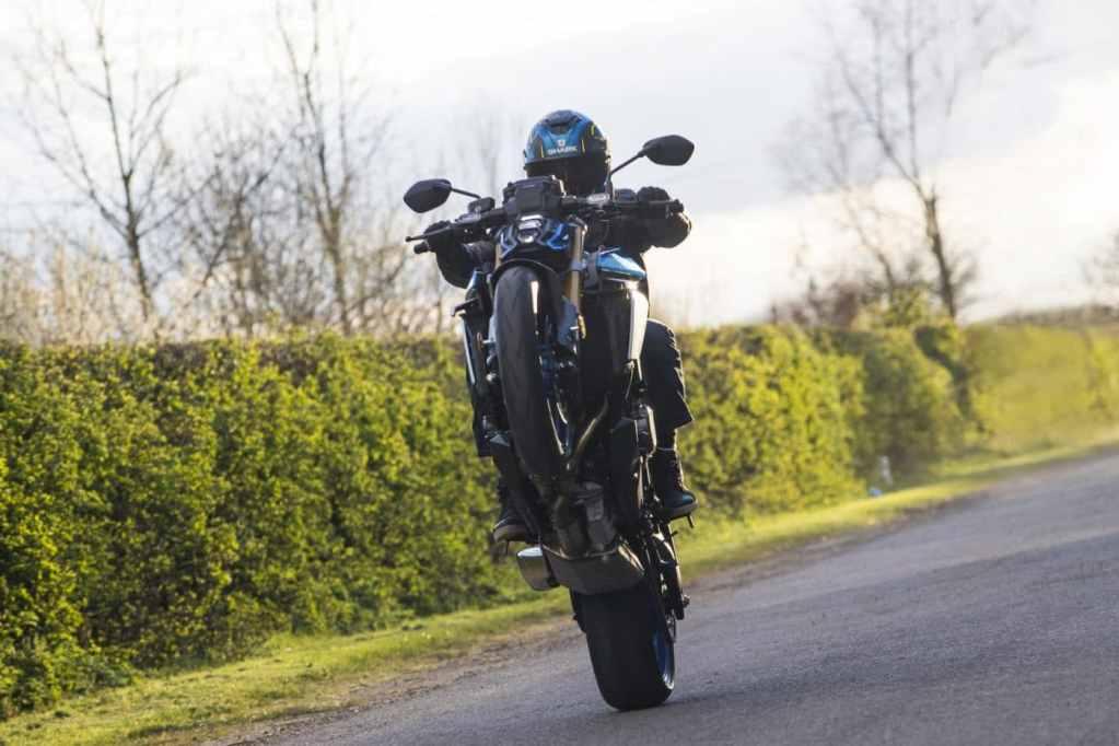 Wheelie met de Suzuki GSX-S1000 2021