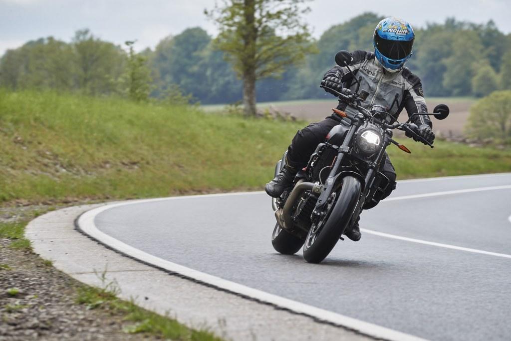 We testen de Indian FTR 2021 in de Belgische Ardennen.