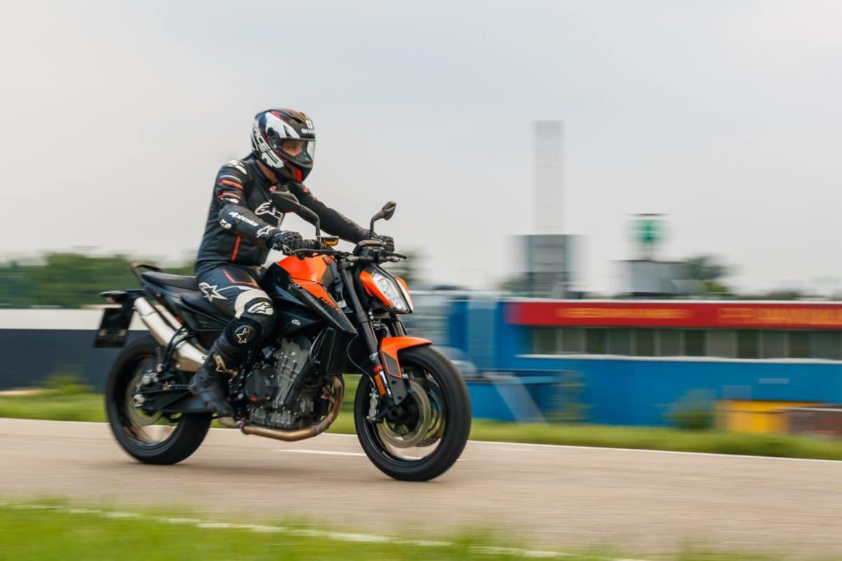 TEST: KTM 890 Duke 2021