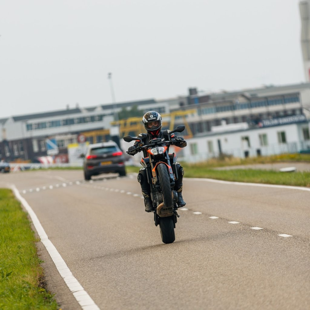 Wheelie KTM 890 Duke